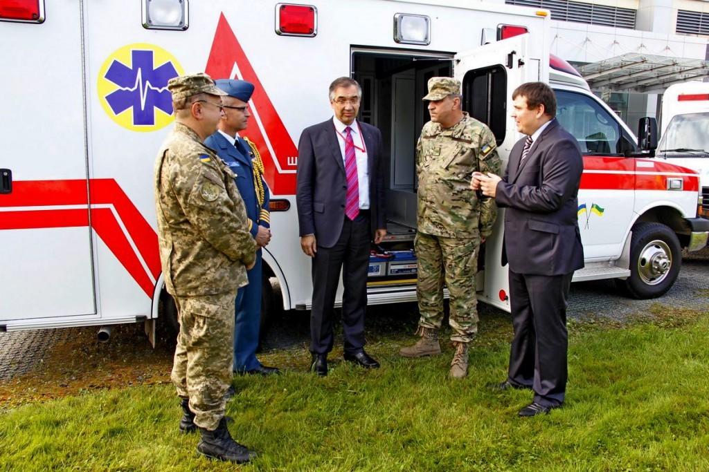 Ambassador Waschuk Ambulances for Ukraine (Sep 23 2015)